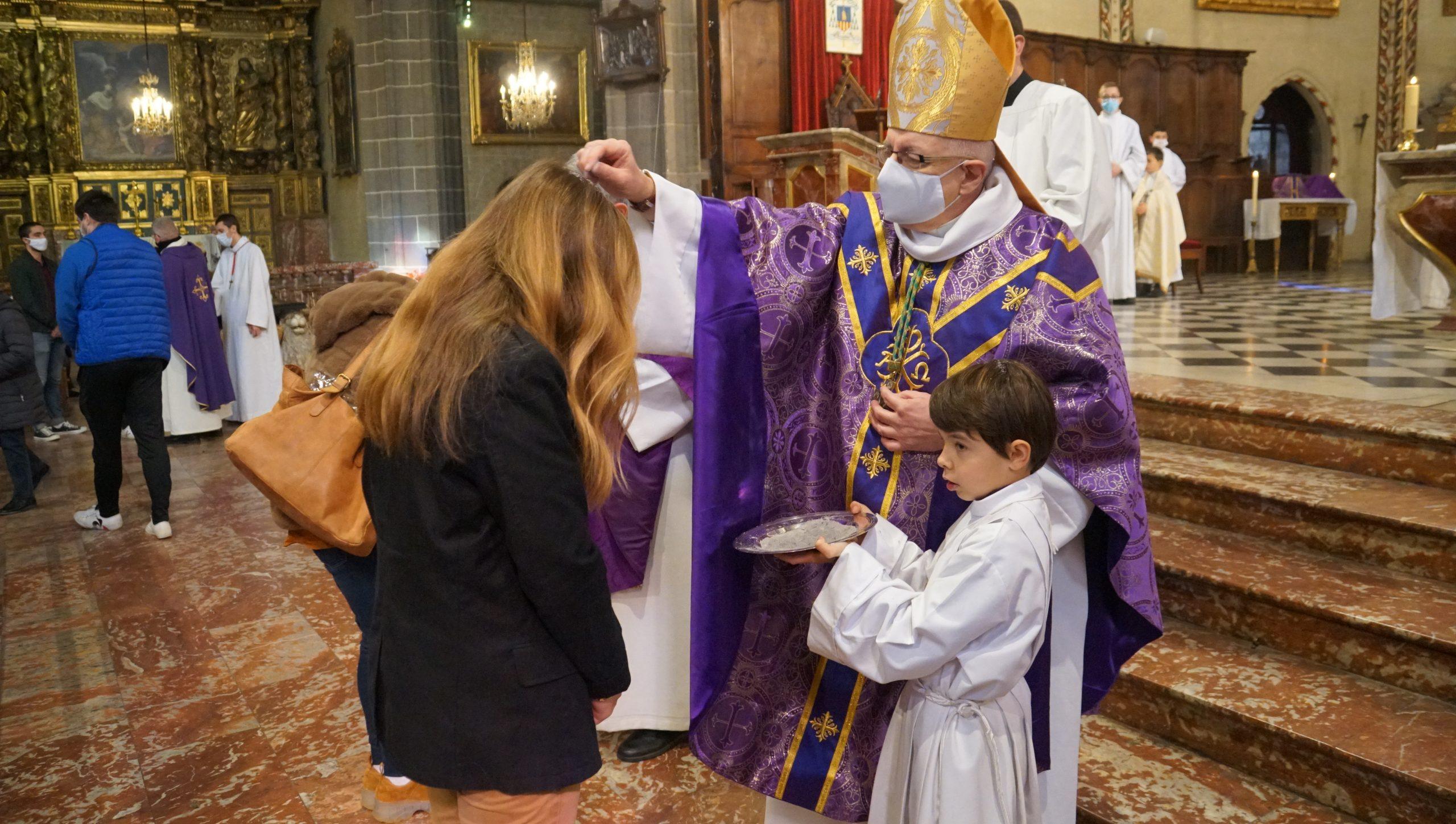 Carême 2021 : retour en images sur les Cendres à la Cathédrale St Jean-Baptiste de Perpignan