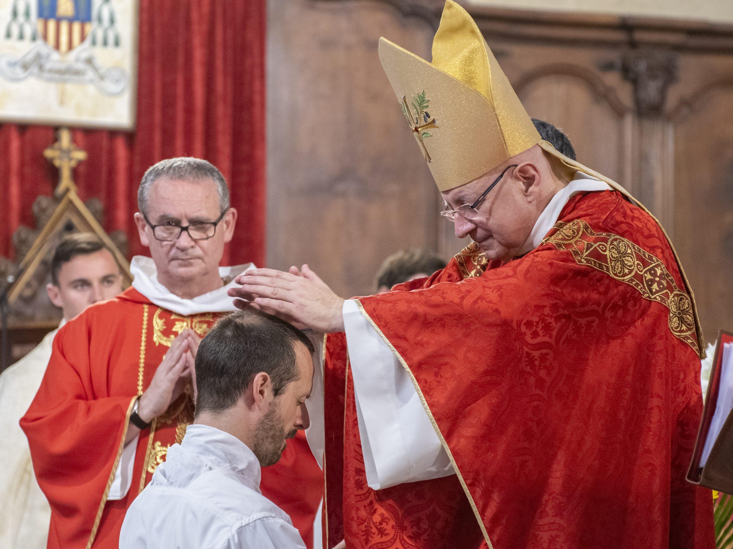 Le 27 juin , Damien sera ordonné nouveau prêtre pour le diocèse